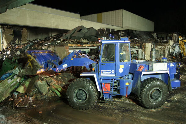 Die Fachgruppe Räumen unterstützte beim Abtragen des vom Brand zerstörte Gebäudes.