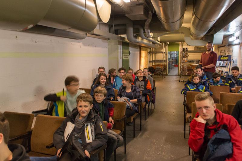 """Im Tiefbunker Steintorwall erfuhren die Junghelfer viel Wissenswertes über die Geschichte dieses Bunkers, des Zweiten Weltkriegs und des """"Kalten Krieges""""."""