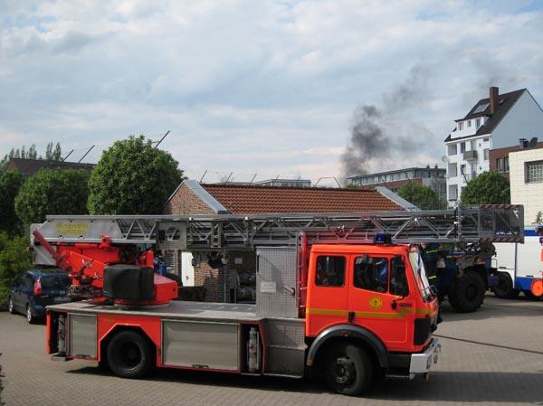 Rund um die Feuer- und Rettungswache Barmbek stiegen vereinzelt Rauchwolken auf.