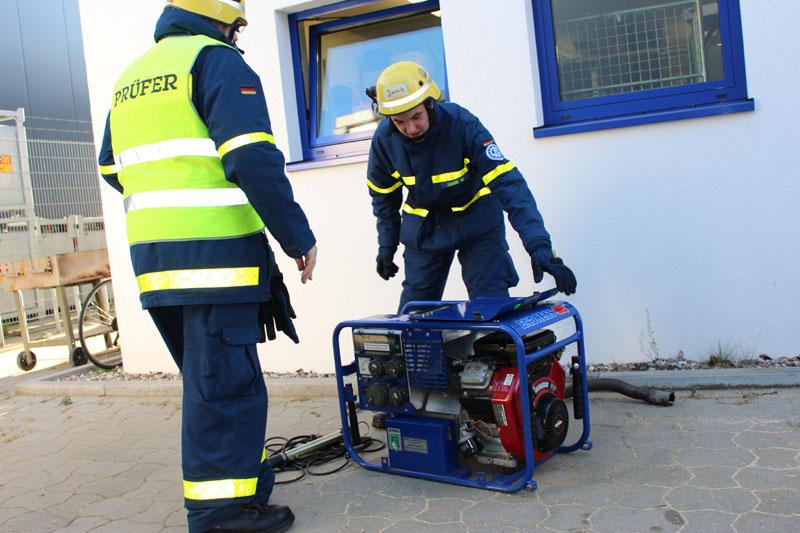 Eine der Prüfungsstationen; Inbetriebnahme eines Stromerzeugers.