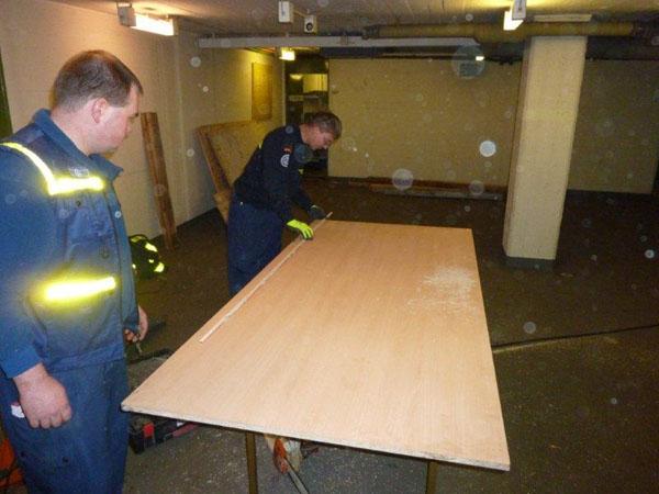 Bau von Holzwänden zur Absicherungen von Bereichen, die nicht betreten werden dürfen.