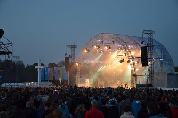 Rund 65.000 Kirchentagsbesucherinnen und Kirchentagsbesucher waren für das Konzertereignis in den Stadtpark gekommen.