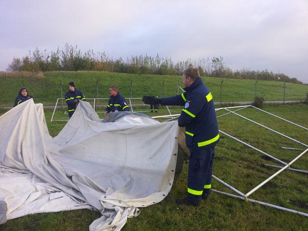 Vor der Übung wurden Zelte aufgebaut...