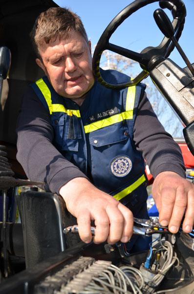 Unser Schirrmeister Wolfgang Albers führte in der KFZ-Werkstatt von St. Johannes Reparaturen an den eingesetzten Fahrzeuge durch.