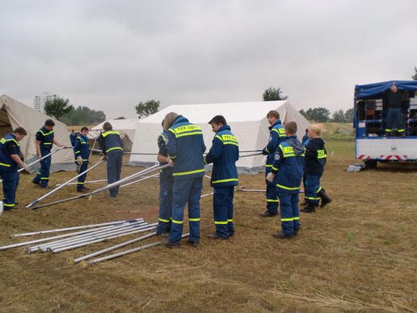 Wir stellten zwei Zelt auf, die uns für die nächsten Tage als Unterkunft dienten.