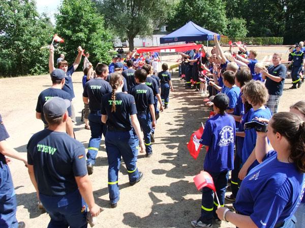 Ankunft der Mannschaft an der Wettkampfbahn.
