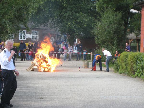 Natürlich führten die Jugendfeuerwehr und auch die aktiven Feuerwehrleute ihr Können vor.