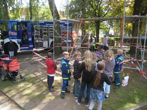 Unsere Jugendgruppe baute eine Schiffschaukel.