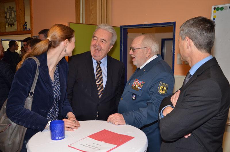 Bürgerschaftsabgeordnete Dorothee Martin, Bezirksamtsleiter Harald Rösler, THW-Landessprecher Bernd Balzer und Staatsrat Bernd Krösser.