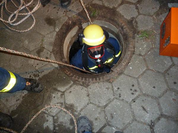 Der praktische Teil bestand darin, ein Tunnelsystem auf dem OV-Gelände zu erkunden und erste Instandsetzungsarbeiten durchzuführen.