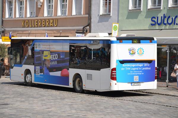 Die Stadt Landshut machte blau. Auf den Bussen wehten THW-Jugend Fahnen, es gab sogar einen Bundesjugendlager-Bus. Eisdielen boten blaues THW-Eis an und auf der Burg Trausnitz, dem höchsten Punkt der Stadt, wehten THW-Fahnen.