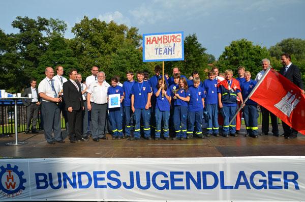 Siegerehrung mit Bundesinnenminister Dr. Hans-Peter Friedrich und Vertretern des THW.