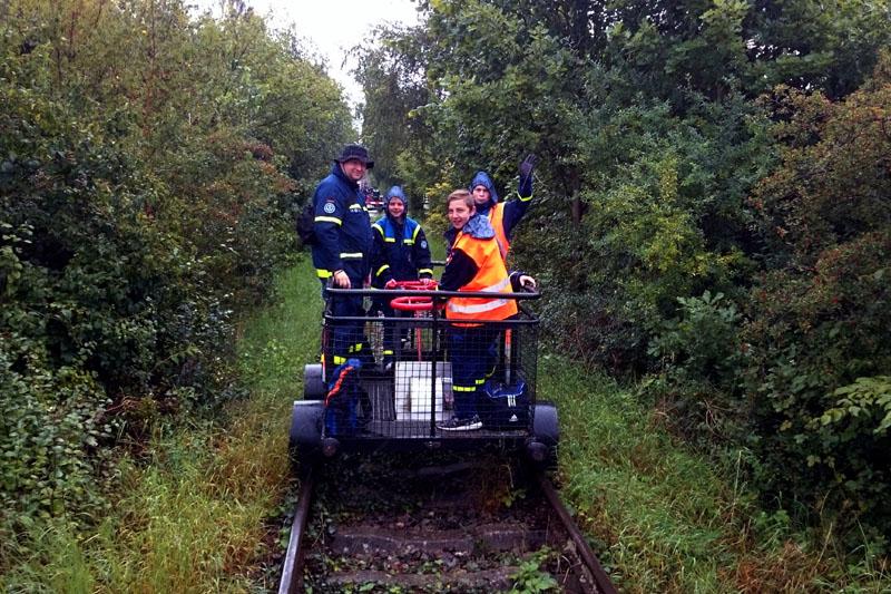 Mit kleinen Handhebeldraisinen wurde ins 5 km entfernte Ratzeburg gepumpt.