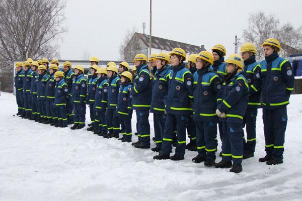 Die THW-Jugendgruppen aus Hamburg-Bergedorf, -Nord und -Wandsbek sind zur Prüfung angetreten.