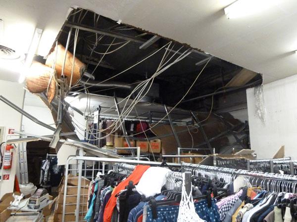 Eine abgehängte Decke im 1. Untergeschoß war eingebrochen.