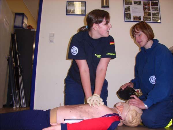 Eine von drei Prüfungsaufgaben: Herz-Lungen-Wiederbelebung.
