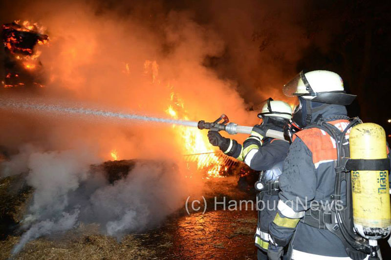 Insgesamt waren 80 Feuerwehrleute von Berufs- und Freiwilliger Feuerwehr im Einsatz.