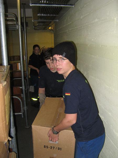 Die Gebrauchsgüter wurden über mehrere Stockwerke aus dem Hochbunker befördert.