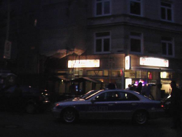 Die Polizei sperrte das Gerüst ab.