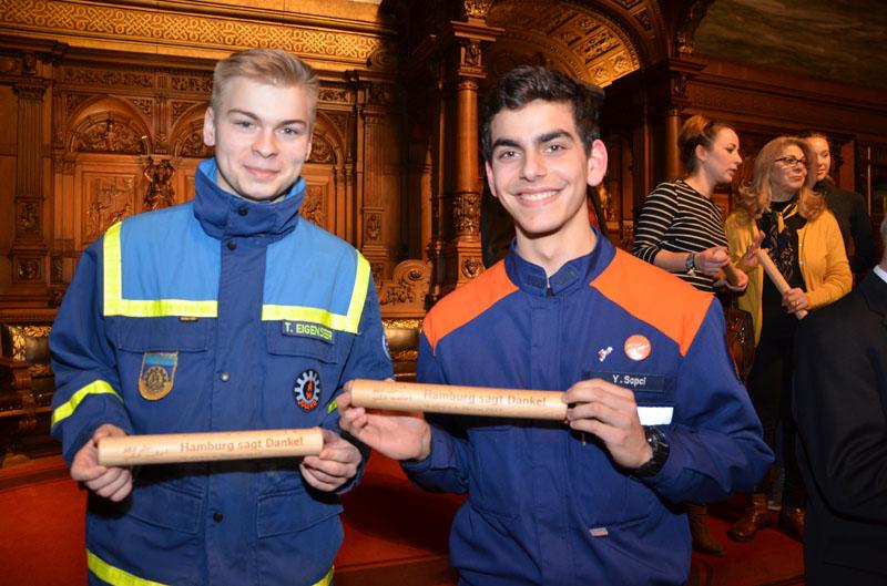 Den Staffelstab in der Kategorie Jugend erhielt Thomas am 26.06.2017 von Yanki Sapci von der Jugendfeuerwehr Hamburg. Beim Senatsempfang erhielten auch alle ehemaligen Staffelstabträger einen Staffelstab.