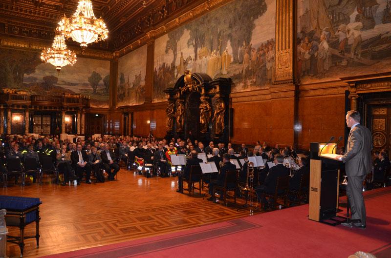 Innensenator Andy Grote bei der Rede zur Begrüßung der Helferinnen und Helfer.