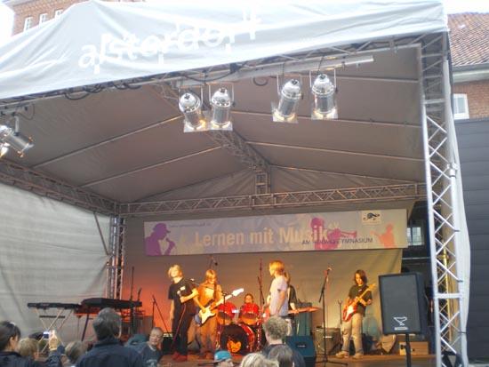 Bühnenprogramm mit Live-Musik.
