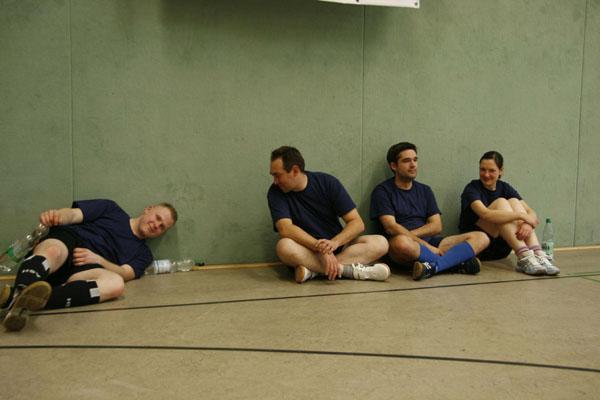 Helfer der Fachgruppen Ortung und Räumen nahmen am Benefizfußballturnier teil.