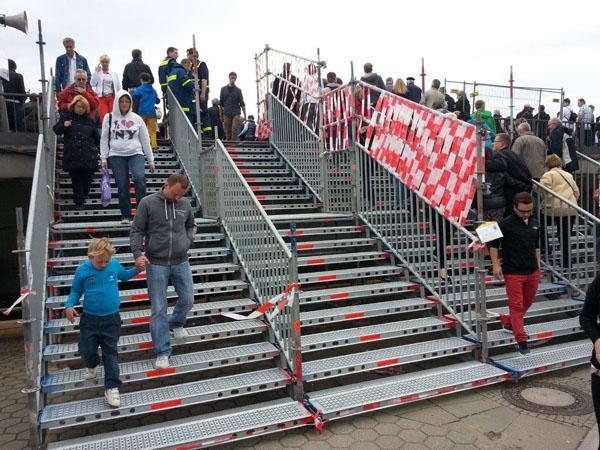 Im Anschluss konnten die Besuchermassen die Treppe gefahrlos und ohne besondere Verhaltenregeln benutzen.
