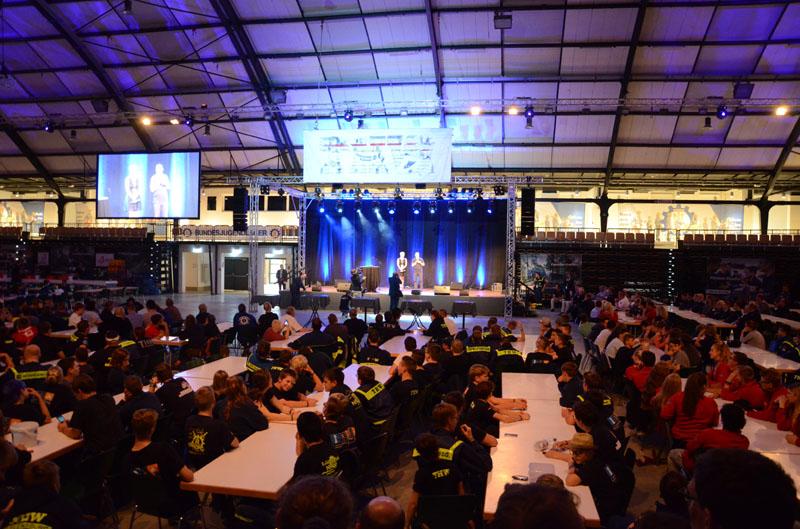 Lagereröffnung. Auf der Bühne war jeden Abend entweder Live-Musik oder vom DJ.