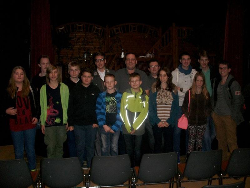 Nach der Theatervorstellung gab es Gelegenheit für ein Foto mit den Mitwirkenden.