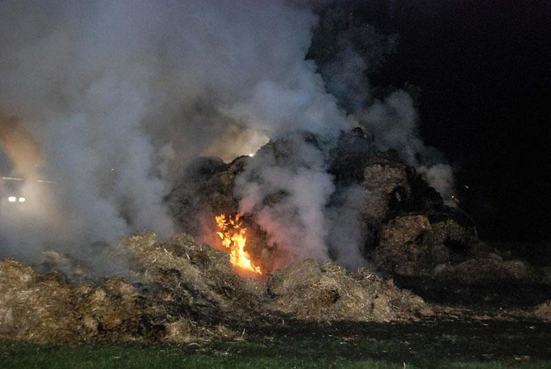 Ca. 50 Strohballen brannten.