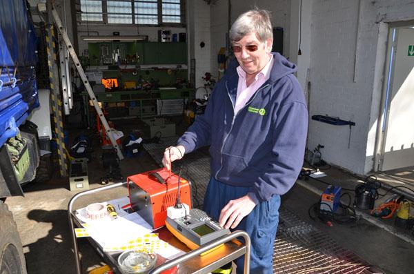Jedes elektrische Gerät wird von Fachkräften geprüft.