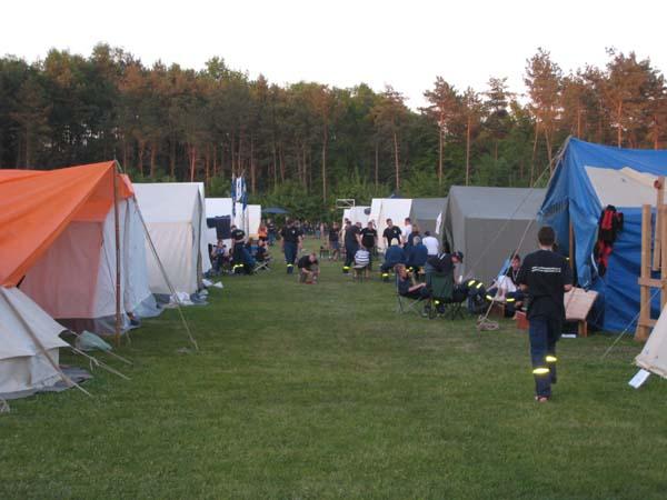Das gesamte Fußballfeld der Bundespolizeikaserne Ratzeburg wurde von den 30 teilnehmenden Jugendgruppen mit 65 Zelten bebaut.