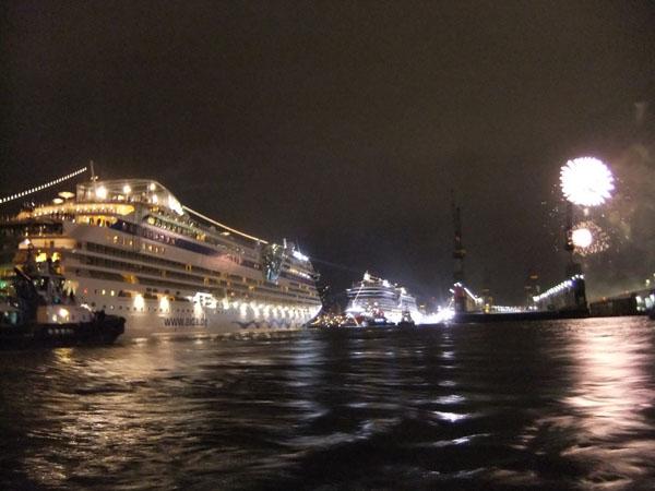 Das Highlight des 823. Hafengeburtstag: Die Taufe der AIDAmar. Tausende Hamburger und Besucher haben die größte Taufe der Welt live erlebt.