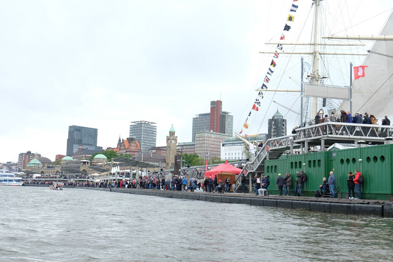 Mehr als eine Million Menschen haben das weltgrößte Hafenfest besucht.