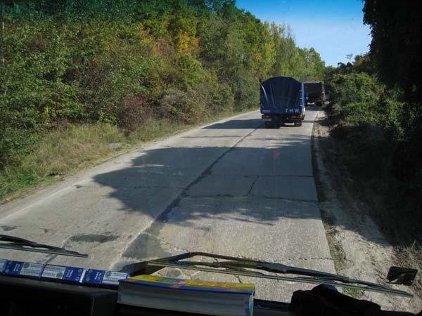 Auf diesen Strassen kamen wir mit unserer zerbrechlichen Ladung nur sehr langsam voran.
