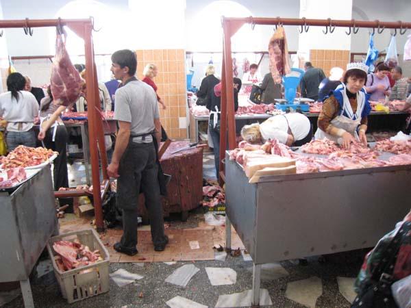 """Die """"Fleischhalle"""" auf dem Markt in Chisinau."""