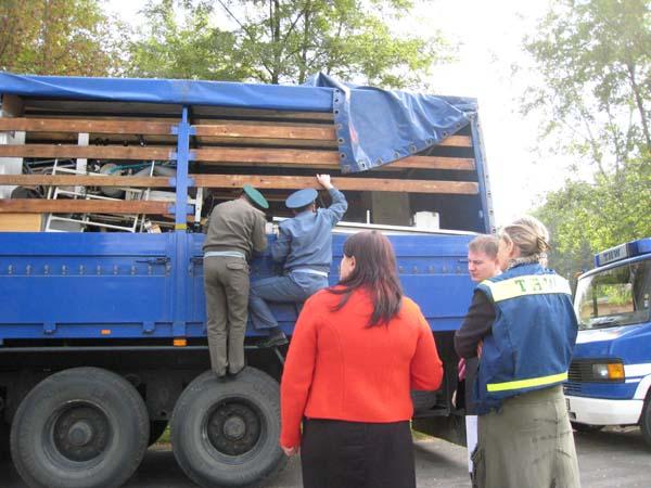 Kontrolle der Ladung an der Grenze Sculeni vor der Weiterfahrt nach Chisinau.