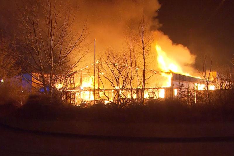 Die Halle brannte in ganzer Ausdehnung.