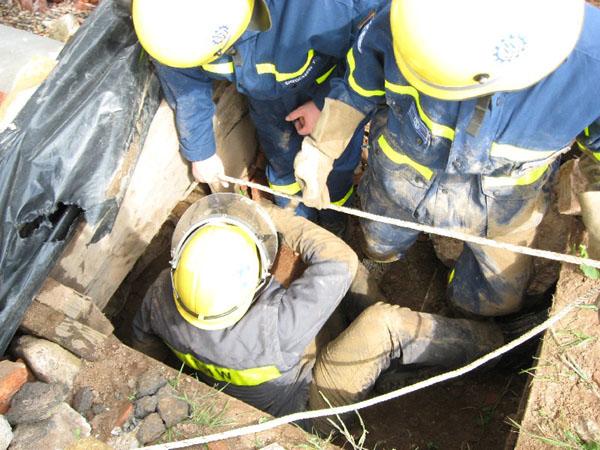 Die Fachgruppe Ortung nutze den Trümmerkegel an der Bundesschule um Übungen mit den technischen Ortungsgeräten durchzuführen.