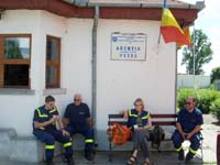 Vor dem Kontrollpunkt des nationalen Transportministeriums an der rumänischen Grenze Petea.