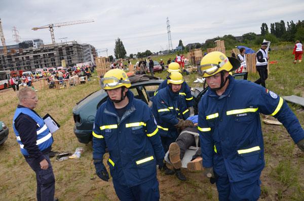 Zahlreiche Verletzte mussten versorgt und transportiert werden.
