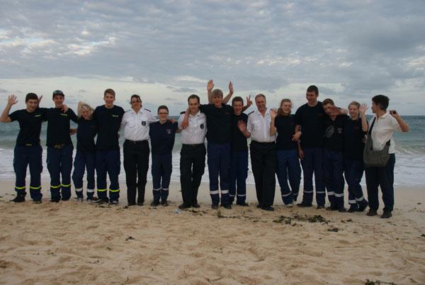 Gruppenfoto am Strand.
