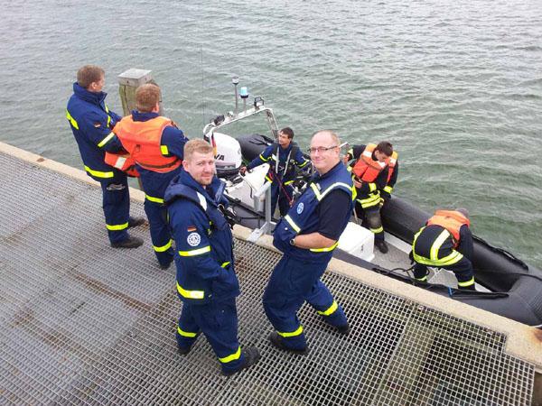 Parallel zur Ausbildung bei der FFS wurde das Boot des OV`s in Neustadt zu Wasser gelassen, da für den Nachmittag noch zusätzlich das Thema Retten aus Wassergefahren angesetzt war.