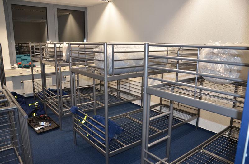 Am Ende waren 250 Doppelstockbetten aufgebaut und Schlafgelegenheiten für 500 Menschen geschaffen.