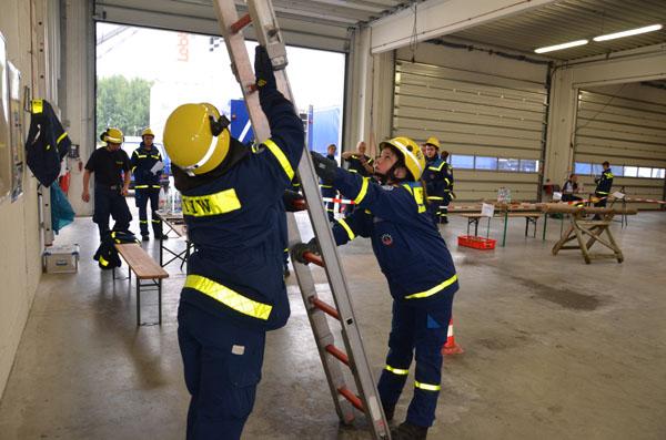 Umgang mit Leitern war nur eine von vielen Aufgabenstationen.