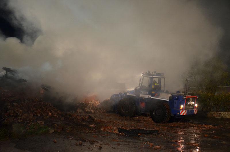 Zur Unterstützung wurde eine Feuerwehr-Drehleiter angefordert.
