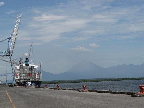Im Hafen von Corinto.