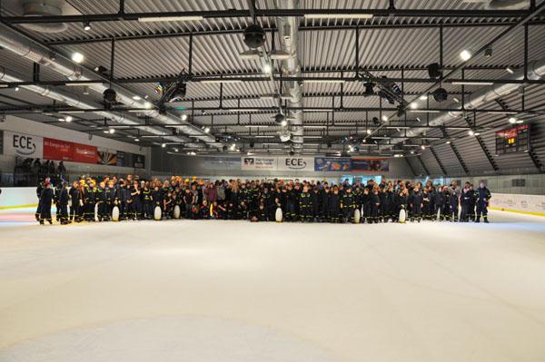 Über 280 Junghelferinnen und Junghelfer kamen mit ihren Betreuern zum gemeinsamen Schlittschuhlaufen zusammen.
