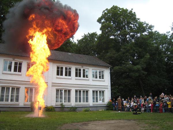 Vorführung einer Fettexplosion.